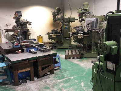 Mold workshop milling machine area