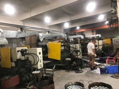 Hot chamber die casting workshop